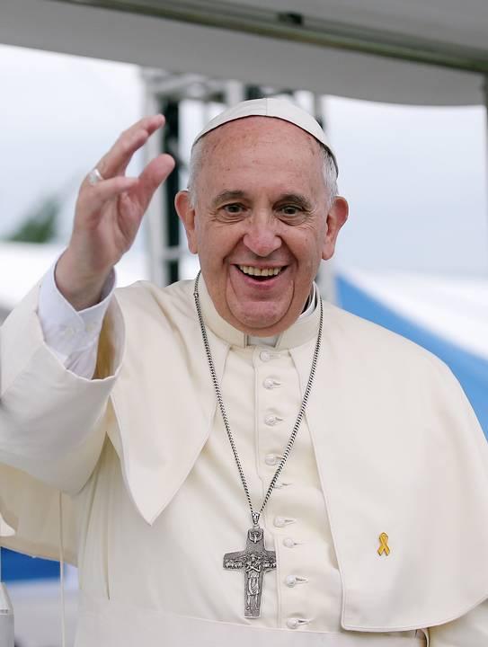 Să nu cădem în mândria de a disprețui rugăciunea orală sau șoptită: papa Francisc